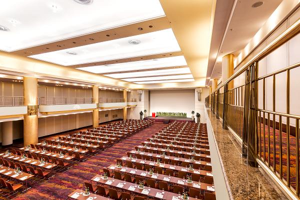 Großzügiger Veranstaltungsraum im Grand Elyseé Hotel in Hamburg